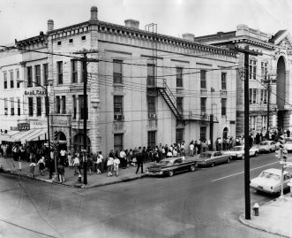People lining up in from to the Schiffman building to enter the Elks Theatre which was torn down in 1967.